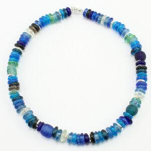 """Halskette """"Frollein Froehlich"""", Krobo-Glasperlen, Keramik versilbert - steinfarben"""