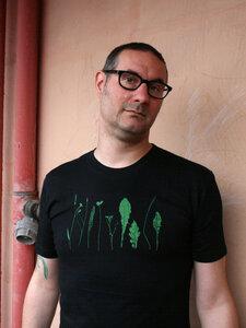 Bio-& Fair-Trade-Männershirt 'Finnischer Garten' schwarz - Hirschkind