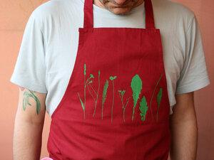 Bio-& Fair-Trade-Kochschürze 'Finnischer Garten' rot - Hirschkind