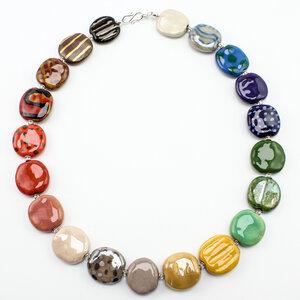 """Halskette """"Früchtchen"""", flache Kazuri-Keramikperlen - steinfarben"""