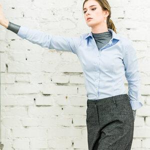 Bluse aus Bio Baumwolle 100% für V-Körperformen in Blau - Langgröße - bügelfrei - YOU&JJ