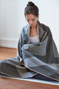 Lässig Yogadecke - Knitted Blanket GOTS, Grey  NEU - Lässig