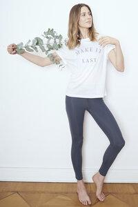 "Damen T-Shirt aus TENCEL ""Make It Last"" Besonnen Mindful Yoga Fashion - BESONNEN"