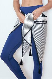Damen Tuch aus veganer Tussar Seide und Bio-Baumwolle mit Digitaldruck - BESONNEN