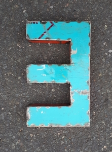 Zahl Ziffer 0-9 aus recycelten Ölfässern -22 cm- Industrial Upcycling - Moogoo Creative Africa
