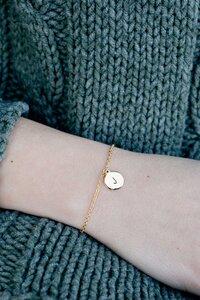 Armkette 'Letter' handgeprägt aus vergoldetem Edelstahl inkl. Box - Oh Bracelet Berlin