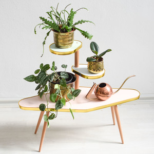 Rosa Blumentreppe im 60er Jahre Design - Mighty Home