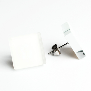 Minimalistische Ohrstecker, groß, aus Glas   PUREFORM - ALEXASCHA
