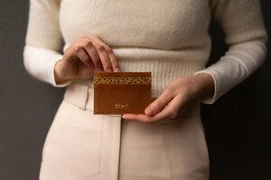 Kartenetui aus geprägtem Leder - frisch Beutel