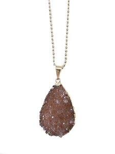 Halskette mit vergoldetem Achat in Tropfen von Crystal and Sage - Crystal and Sage