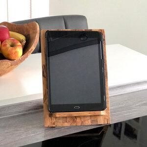 Tablet-Halter oder Buchstütze aus Olivenholz - Olivenholz erleben