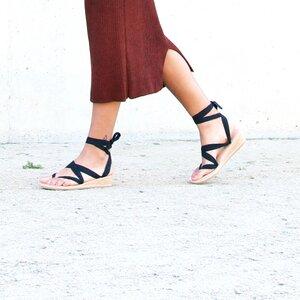 Sandalen zum Binden aus Leder - Keilabsatz - Kinfolkz