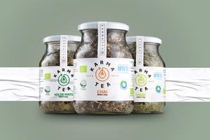 KarmaTea Berlin Chai - Bio Tee mit Koffein - Mehrwegglas - zuckerfrei und vegan - auch für Chai Latte - ca. 105 Tassen - KarmaTea