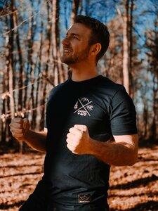 "Herren Shirt ""Adventure Awaits"" Rundhals Bio Baumwolle Navy Medium Fit Backprint - Soulcover"