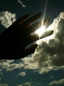 hands touch the sky - Postkarte/ Geschenkkarte/ Fotokarte (gedruckt auf Naturpapier) - Burst