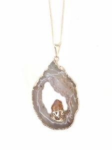 Halskette mit einer Achatscheibe und eingefasstem Zitrin - Crystal and Sage