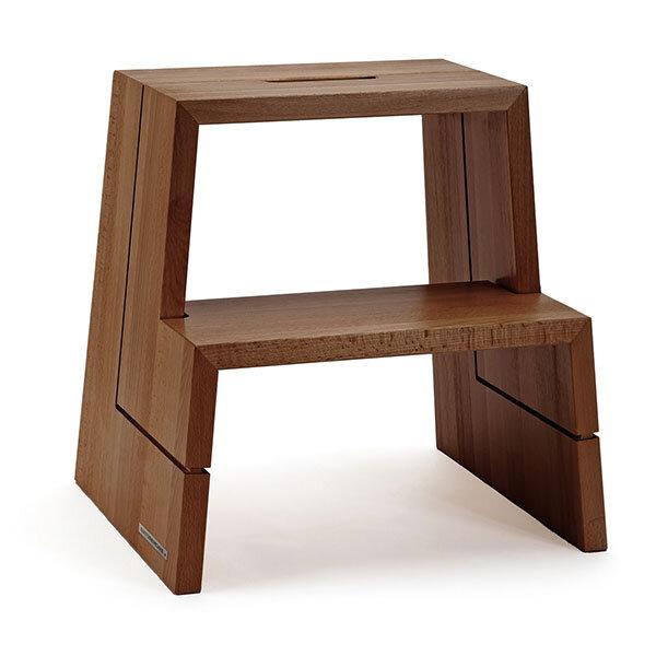 naturehome design holz tritthocker aus massiver buche walnuss ge lt mit tragegriff. Black Bedroom Furniture Sets. Home Design Ideas