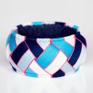 Yubinuki Armreif mit geometrischem Muster in Blau | YUMAKO - ALEXASCHA