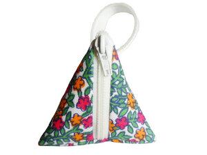 Schlüsselanhänger Tasche Blühende Wiese, Upcycling von Leesha Design - Leesha