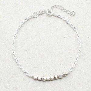 "Armband ""Pur"", Fair-Trade-Silberkette mit massiven Karen-Silberperlen - steinfarben"