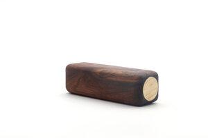 Holzrassel Rassel Greifling personalisierbar Nussbaumholz - feelwoodfurniture