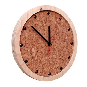 TOCK Holzwanduhr mit Zifferblatt aus Kork - noThrow Design