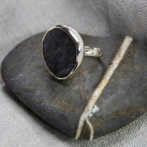 "Silberring ""Handfest_II"", Kieselstein in Silber gefasst, Fair Trade - steinfarben"