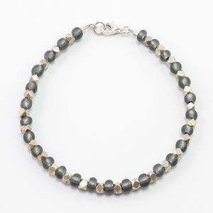 """Armband """"Karen"""" aus Silber- und satinierten Glasperlchen - steinfarben"""