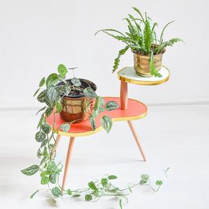 Zweistöckiger Blumenhocker für Pflanzen und Blumentöpfe - Mighty Home