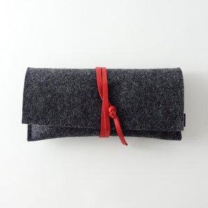 Brillenetui aus Filz anthrazit mit Lederband 'auguste' - matilda k. manufaktur