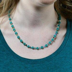 """Halskette """"Fratz"""" aus kleinen Glaskugeln und Swarovski-Perlen - steinfarben"""