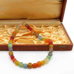 "Halskette ""Kugelrund"", kugelförmige Krobo-Recyclingglasperlen - steinfarben"