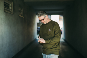 "Sweater ""MUSIK LIEBE SCHNAPS"" in bordeaux oder grün - ALMA -Faire Streetwear & Schmuck-"