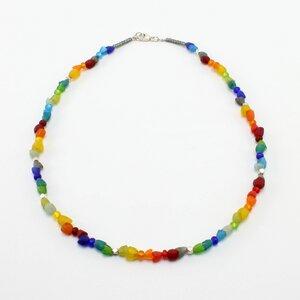 "Halskette ""Hippie"", Krobo-Recyclingglas, Rocailles, versilberte Perlen - steinfarben"
