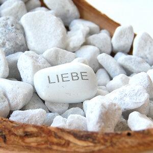 """Seifenschale aus Olivenholz """"Stonebase"""" mit Glücksstein - Olivenholz erleben"""