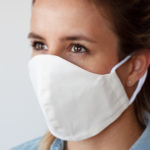 Waschbare Mund-Nasen Maske aus Baumwolle inkl. Waschbeutel; Atmungsaktiv; Weiche Ohrschlaufen - OrganicMom®