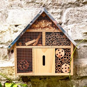 kleines Insektenhaus / Insektenhotel mit Metalldach für den Garten - Bambuswald