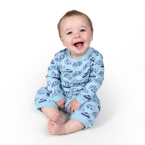 "Baby Schlafanzug Langarmshirt mit Hose aus Bio-Baumwolle ""Cars"" hellblau - Kipepeo-Clothing"