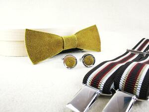 Herrenfliege aus senffarbenem Leder mit passenden Manschettenknöpfen und Hosenträgern  - Süßstoff