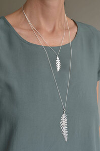 Edelfarn lange Kette mit Farn-Blättern versilbert - renna deluxe