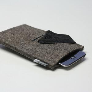 Handyhülle Filz von tuchmacherin, Smartphone-Hülle, Filzhülle Handy graubraun-meliert - tuchmacherin - handgewebtes design + filz