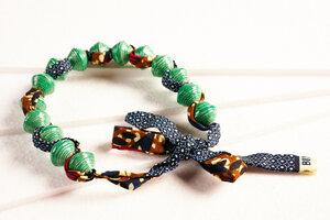 """Halskette aus großen, runden Papierperlen mit afrikanischem Stoffband """"SONGKY CLOTH"""" - PEARLS OF AFRICA"""
