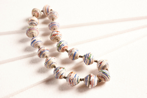 """Kurze Halskette aus großen runden Papierperlen """"LUPITA"""" - PEARLS OF AFRICA"""