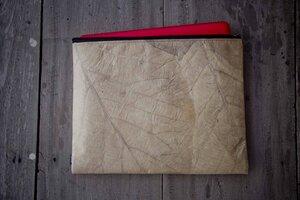 """Laptop Hülle 15"""" Zoll, handgefertigtes Laptop Case aus laminierten Blättern, wasserabreisende Notebook/ Macbook Tasche in braun/ natur - BY COPALA"""