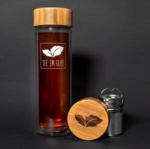Glas-Thermoflasche mit Teesieb und Bambusdeckel - Tee im Glas