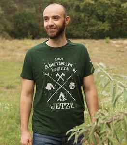 Das Abenteuer beginnt jetzt. - Fair gehandeltes Bio Männer T-Shirt - Slub Green - päfjes