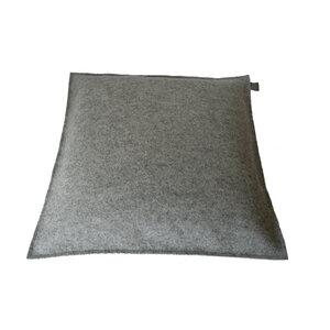 Filzkissen 50x50 hellgrau-meliert Sofakissen Filz von tuchmacherin - tuchmacherin - handgewebtes design + filz
