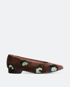Léopard Grand vegan- Veganer, nachhaltiger und ethischer Modeschuh Made in Spain. Vegane Fadenstickerei auf 100% brauner Samtbaumwolle. - Momoc shoes