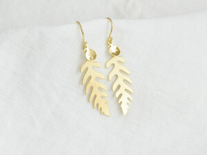 Edelfarn Ohrringe mit Farn-Blättern vergoldet - renna deluxe
