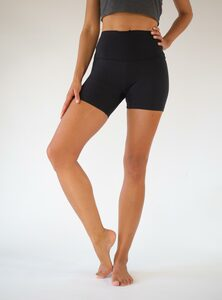 Yoga Shorts aus TENCEL Lyocell - Arctic Flamingo